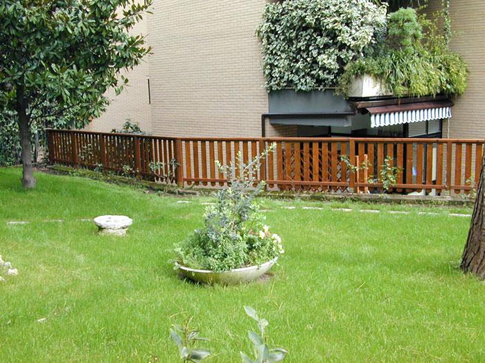 Staccionata in legno metal tende - Staccionata giardino ...